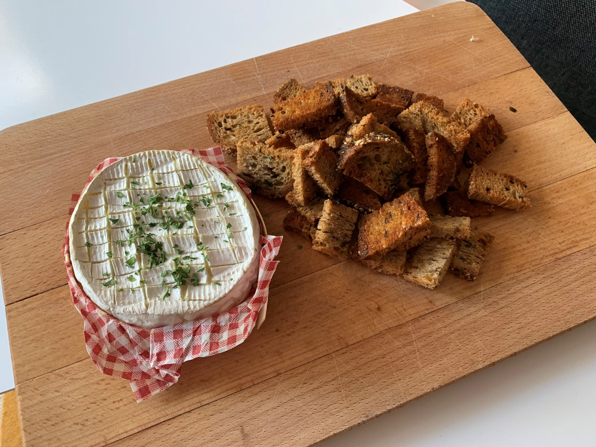Camembert cheese appetizer bread dipping